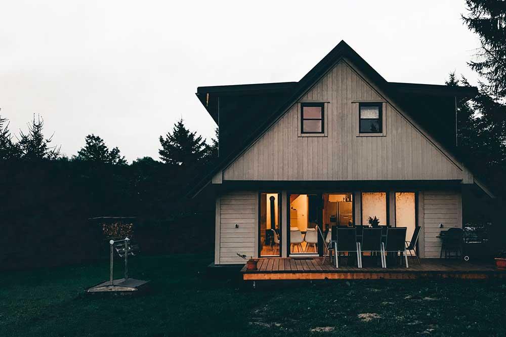 خانه باغ کوچک ساده
