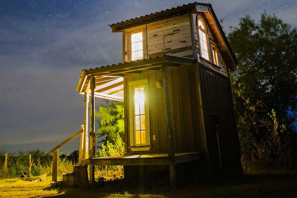 خانه باغ کوچک و شیک