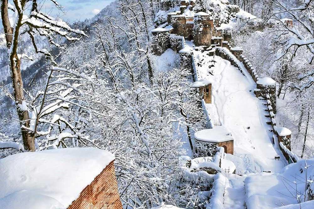 قلعه رودخان در زمستان